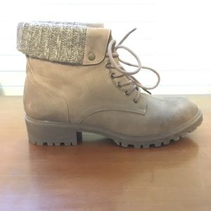 Celebrity NYC women's boots size 9
